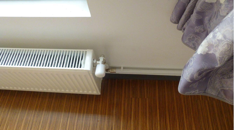 01.系统介绍 明装(明管)采暖适用范围:老房子改造,已装修房子,在住房子,不具备预埋管道房子。不用砸墙、挖地,更不必举家回避,1-2天轻松完工,验收合格当天即可交付使用。 02.户型方案 例如:90两房两厅一卫(威能VUW20/24系列原装进口壁挂炉+威能5组暖气片+5组控制器+安装辅材)  03.